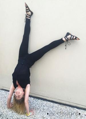 alli-handstand